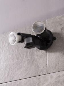 Como Conectar Un Sensor De Movimiento A Dos Lámparas